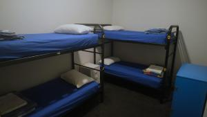 A bunk bed or bunk beds in a room at Britannia on William