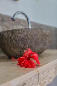 حمام في Cozy Cottages Lombok
