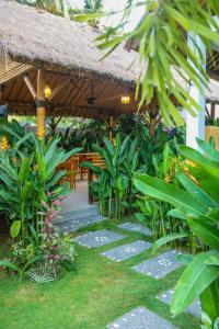 حديقة خارج Cozy Cottages Lombok