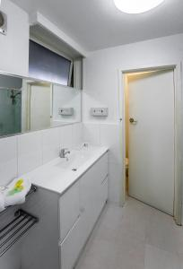A bathroom at Albert Heights Serviced Apartments
