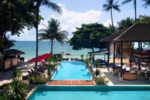 The swimming pool at or close to Anantara Rasananda Koh Phangan Villas