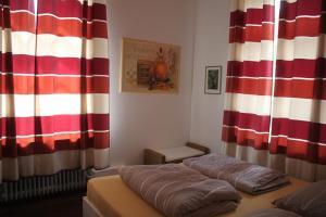 Ein Bett oder Betten in einem Zimmer der Unterkunft FeWos im alten Bahnhof