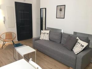 A seating area at Magnifique petit loft proche de castellane