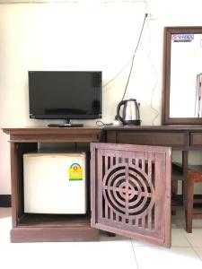 A television and/or entertainment center at Sripoom House 1