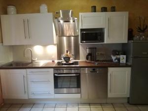 Een keuken of kitchenette bij Ferienhaus Sieglinde