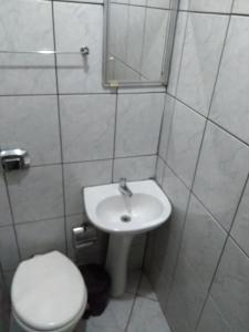 Um banheiro em Hotel Triunfo