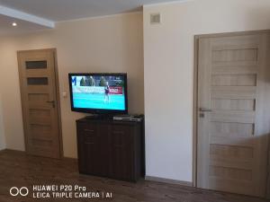 Telewizja i/lub zestaw kina domowego w obiekcie Apartament Posejdon