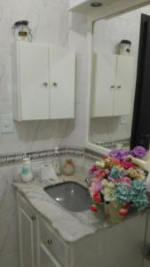 A bathroom at House Tony e Maria