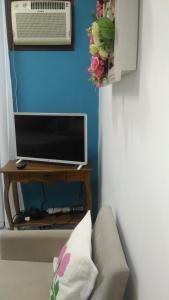 A television and/or entertainment centre at House Tony e Maria