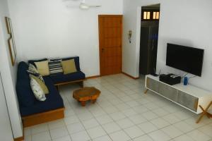 A seating area at Apartamento Solar dos Peixes