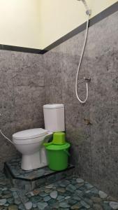 A bathroom at Penginapan Kahan