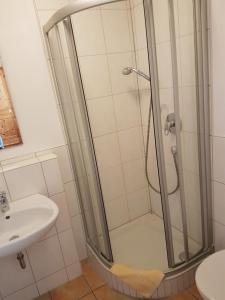 Ein Badezimmer in der Unterkunft Landhotel zum Plabstnhof Garni
