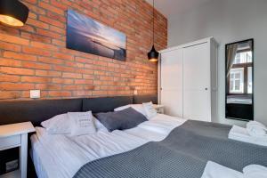 A bed or beds in a room at Apartamenty Bema4 Sopot