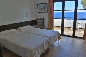 Łóżko lub łóżka w pokoju w obiekcie Apartamentos Parque Mar