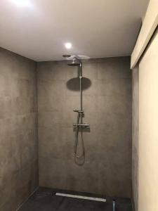 A bathroom at Huize Hoge Fronten