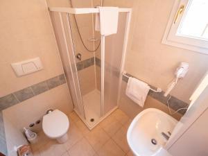 A bathroom at Gasparina Village