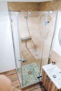 Ein Badezimmer in der Unterkunft Adelheid Hotel garni