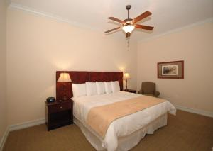 A bed or beds in a room at Emerald Greens Condo Resort