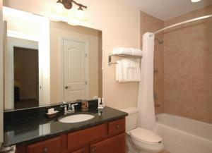A bathroom at Emerald Greens Condo Resort