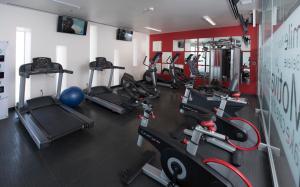 Gimnasio o instalaciones de fitness de Ramada Encore by Wyndham Puebla