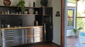A kitchen or kitchenette at Woodwark Bay Retreat Airlie Beach