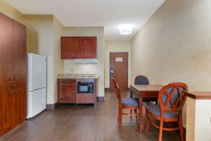 A kitchen or kitchenette at Comfort Suites Southfield