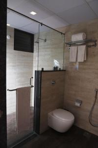 A bathroom at Kyriad Hotel Vijayapura by OTHPL