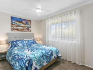 A bed or beds in a room at OSCAR'S - INLET SIDE SHORT WALK TO BEACH OR TOWN