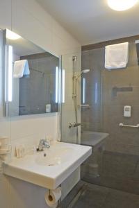 A bathroom at Parkhotel Mastbosch Breda