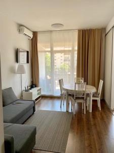 Гостиная зона в Apartment Imeretinsky on Parusnaya 23