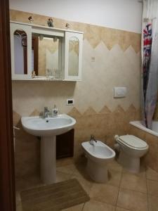 A bathroom at Fortuna Suites