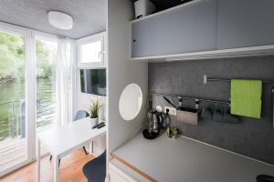 Ein Badezimmer in der Unterkunft Das kleine Hausboot am Wannsee