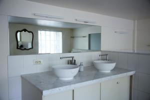 Een badkamer bij B&B Tempelhof