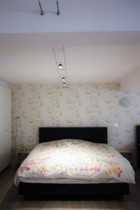 Een bed of bedden in een kamer bij B&B Tempelhof