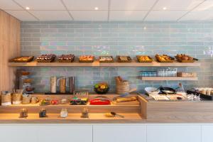 A kitchen or kitchenette at Kyriad Montpellier Ouest St Jean de Védas - A709