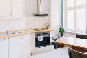A kitchen or kitchenette at St Christopher's Apartments