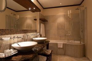 Łazienka w obiekcie Mamaison Hotel Le Regina Warsaw