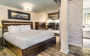 A bed or beds in a room at The Gallivant Times Square
