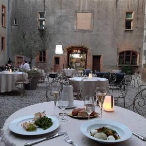 Restaurant ou autre lieu de restauration dans l'établissement Château de Varennes