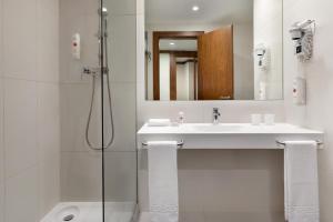 Um banheiro em Ramada by Wyndham Lisbon
