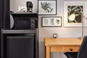 A television and/or entertainment center at Country Inn & Suites by Radisson, Springfield, OH
