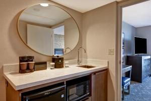 A kitchen or kitchenette at Embassy Suites Minneapolis - Airport
