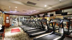 長榮桂冠酒店(台中)健身房和/或健身器材