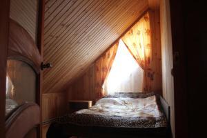 Кровать или кровати в номере Избушка на опушке