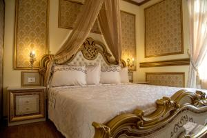 A bed or beds in a room at Robevski luxury rooms