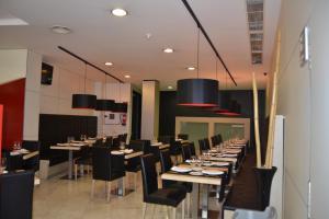 Un restaurante o sitio para comer en SPA Sercotel Odeón
