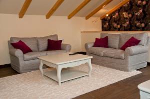 A seating area at Arina Apartments