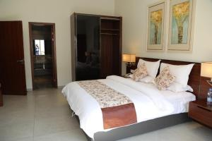 A bed or beds in a room at Hotel Moon Palace Kolwezi