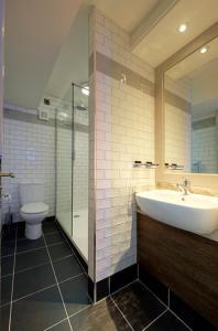 A bathroom at Angel @ KingSt