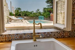 A bathroom at Unique Antistress Oasis Villa Antiqua